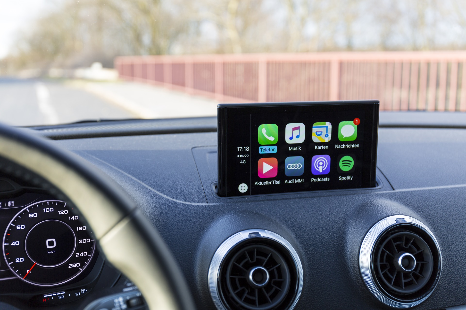 apple-carplay-2095800_1920.jpg
